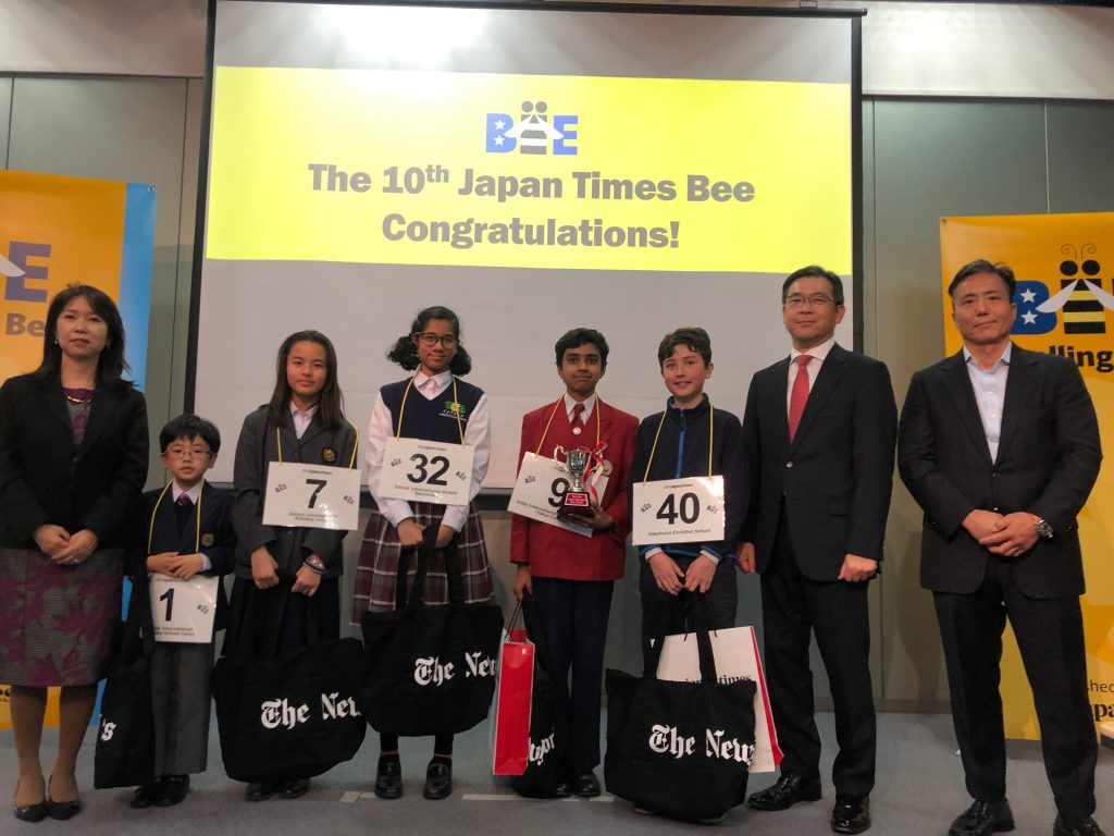 Participants, including runner-up Luca Takagi (No. 40), 13, from Yokohama Christian School, gather for the 10th Japan Times Bee held in Tokyo on March 10, 2018.