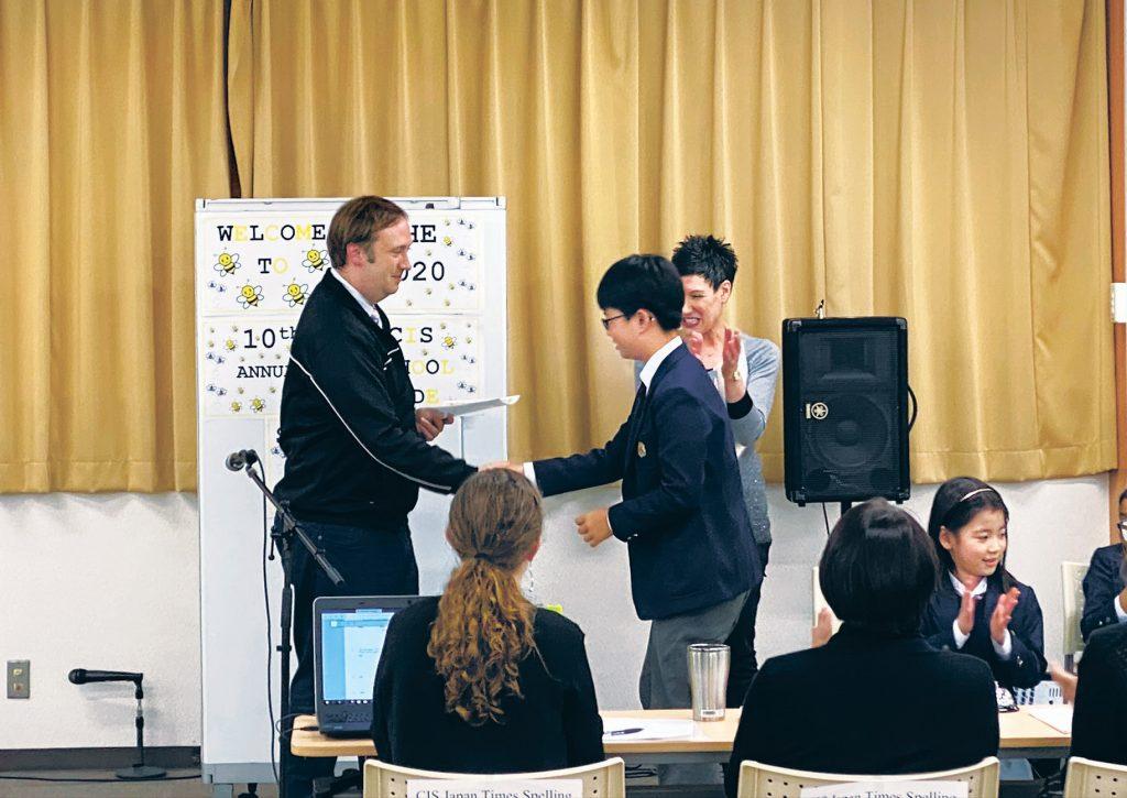 Jun Woo Jung, runner-up of the Canadian International Elementary School Tokyo bee, shakes hands with the school principal, JP Jamieson, in January. | CANADIAN INTERNATIONAL ELEMENTARY SCHOOL TOKYO